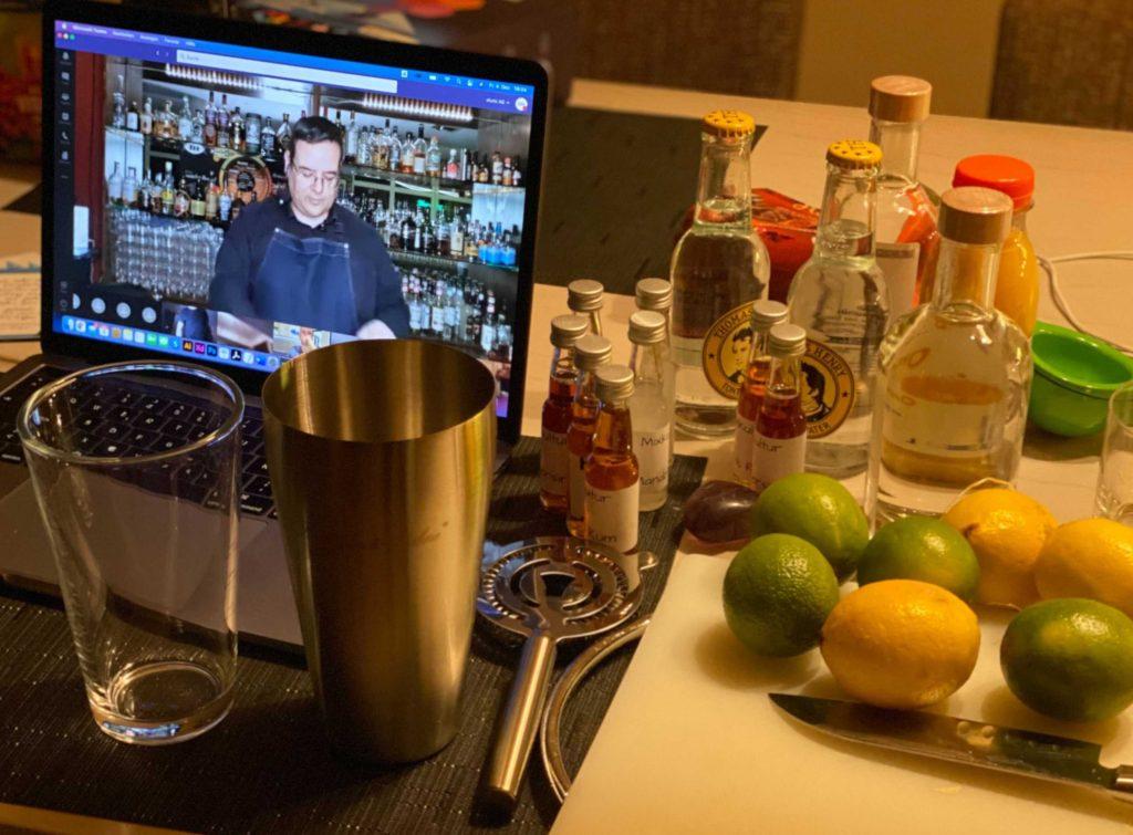 Bild 3. Remote Cocktail-Kurs und Inhalt der Cocktail-Box für die Mitarbeiter